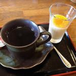 たいりょう寿司 - デザートのプリンとコーヒー