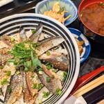 魚河岸酒場 FUKU浜金 - レモン〆サバのお寿司丼
