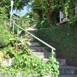 プラウマンズ ランチ ベーカリー - この階段を上っていきます