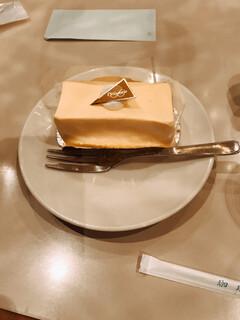 名曲・珈琲 新宿 らんぶる - レアチーズケーキ