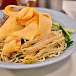 龍朋 - 冷中華@税込900円:麺。お供の練辛子は必須。