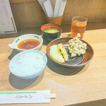 天ぷら八兵衛 - 料理写真:天ぷら定食(¥700)① <たまねぎ、まいたけ>