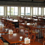 海峡ダイニング - 【レストラン店内】中は広く、ゆったりとしています。