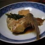 出雲屋 - お任せA定食の鯛の煮付けです。 薄く味付けられた鯛は僕好み^^