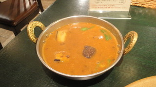 カイバル - 中辛の豆と茄子のカレー