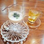 HANAMAKI モダンチャイニーズ 蓮 - 杏仁豆腐とジャスミン茶