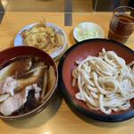 """手打うどん 松屋 - """"肉汁もり""""700円と""""玉ねぎの天ぷら""""80円"""