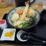 手打ちうどん まる泉 - 料理写真:もりもり天ぷら ぶっかけうどん