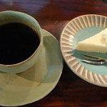 海辺の生活 - ブルーマウンテンコーヒーとチーズケーキ