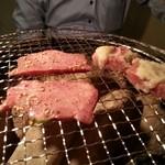 炭火ホルモン焼肉ばりき屋 - タン塩とハラミ