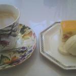 カフェ木かげ - セットのデザートとコーヒー