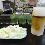 串かつ酒場 なにわ屋本舗 - キャベツとビール