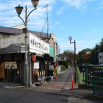 15871642 - 中華そば つけめん 甲斐 (神田川に面した店構え)