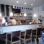 カフェ ローザ - カウンター8席・テーブル2つ・テラステーブル2つ