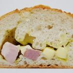 ブランジェリー ブリアン - バジリコベーコンチーズ(断面、2012年10月)