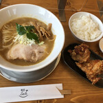 麺屋 Smile - 料理写真:鶏白湯SOBA 800円(税込)、唐揚げセット 300円(税込)
