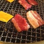 15877201 - 壺漬けランチ 500円                       壺の中には牛、豚、鶏、かぼちゃ、玉ねぎが。壺の見た目よりもたくさん入ってて、コストパフォーマンスは抜群だとおもいます。