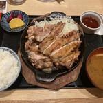 とりっぱ - Wチキンステーキ¥930(コチュジャンソース)