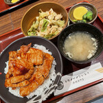 158777508 - 豚丼+タレキャベツ