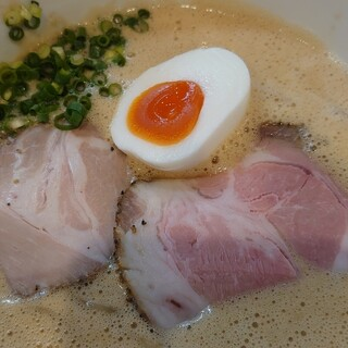 ラーメン家 みつ葉 - 料理写真:豚CHIKIしょうゆラーメン♪