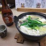 15878319 - カキ鍋と水龍熱燗