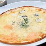 朝もぎ野菜Dining彩り家 - ブルーチーズとレッドチェダーチーズのピザ~ハチミツ添え~