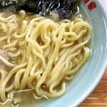 ラーメン六角家 戸塚店 - 酒井製麺の中太麺。