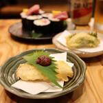 天ぷらと海鮮 ニューツルマツ - 牡蠣の大葉巻き天ぷら(280円)