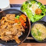 肉のヤマキ商店 - 料理写真:プレミアム焼肉丼小スープサラダセット