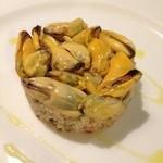 15879895 - モン・サン・ミシェル産のムール貝のマリネとクスクスのタブレ