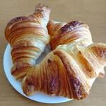 ココペライ - 料理写真:噂のクロワッサン。カリッと軽さに驚く。@180円