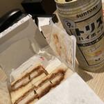 158811075 - カツサンドとお酒(^∇^)