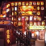 バーベキュー小屋 - 昭和レトロな屋台村霧島焼酎横丁の正面階段を上った二階にございます。