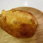 ローゼンボア - チーズの入ったフランスパン 150円