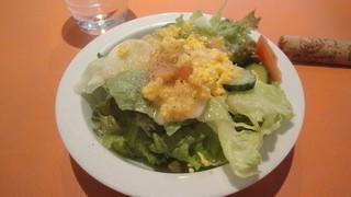 アズーロ - 卵の黄身のスクランブルがおいしいサラダ