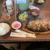 ステーキの志摩 - 料理写真:サービスランチ。生姜焼きと唐揚げ。ご飯も十分。
