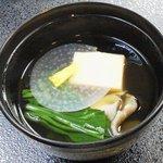 割烹 ささ川 - お椀:清汁仕立 雲丹さん薯