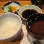 味覚 - ご飯も赤出汁も美味し(ご飯少し食べちゃったので見た目少なくなってます)