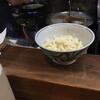 三宅 - 料理写真:カウンターにスタンバイされたうどん なんか、何も言えねぇ