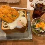 カフェ 呂久呂 - チーズカレー玉子ジャンボトーストカツトッピング(ランチセット)