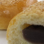 サン・コロネ - 料理写真:「こしあんぱん」 十勝産の小豆を使ったこしあんです。甘さは控えめですがコクがある一品です。