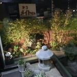 満拿 - 入り口前のお庭