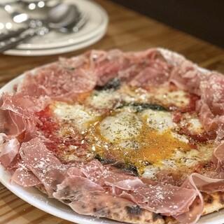 石窯で焼き上げるpizzaが当店の名物料理です‼️