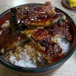 うな武 - 鰻1匹を丸ごと使ったうな丼、鰻の皮がパリパリになるまで焼いている