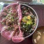 158910400 - ギャング丼Mサイズ、ハーフ&ハーフ(ノーマルと漬け)、スープ付き