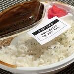 1ポンドのステーキハンバーグ タケル - 牛すじゴロッゴロカレーライス