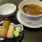 彩園 - 春巻きとスープ。スープは2人分の量です。