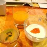 15894180 - ジュース、フルーツ、ヨーグルト