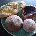 15894560 - 枝豆とチーズのパン、おさつアマン、あんドーナツ、いちじくのパン