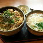 食道家 離 伸 - 親子丼セット:700円